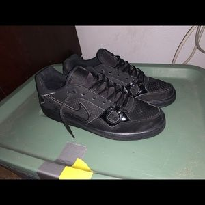 Men's Nike Black Shoes Size 9